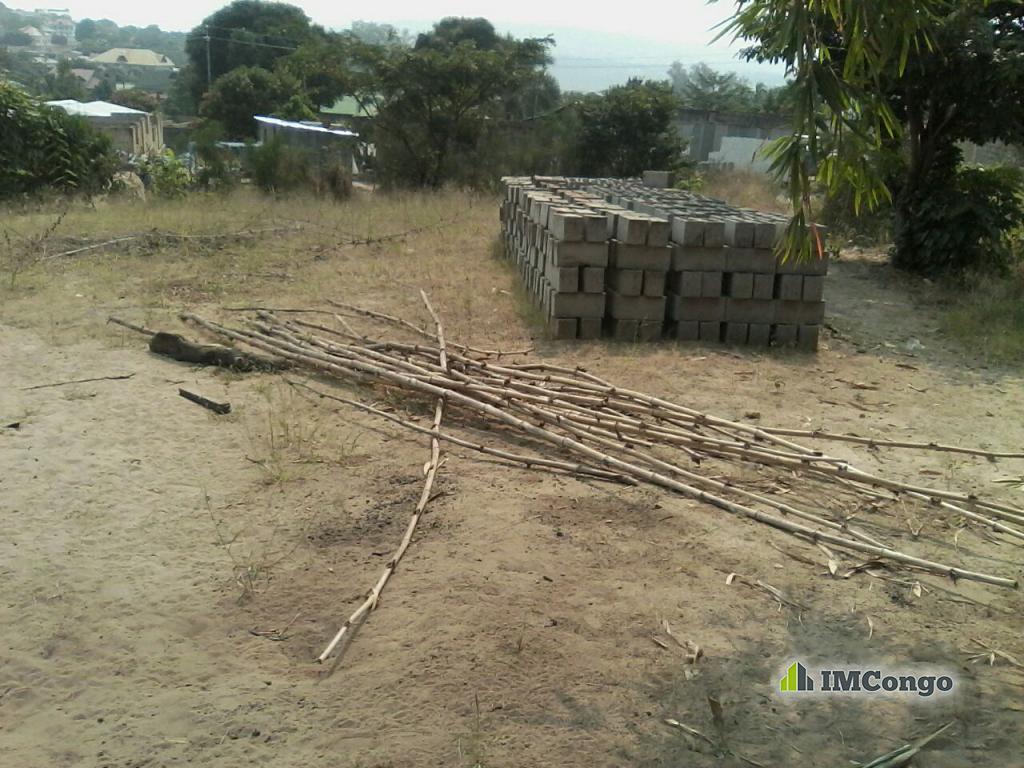 Yaku uzisha Kiwanja - Mtaa Bianda Kinshasa Mont-Ngafula