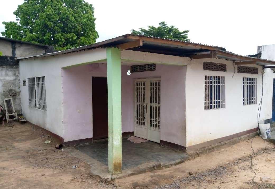 A louer Maison - Quartier Ngafani Kinshasa Mont-Ngafula
