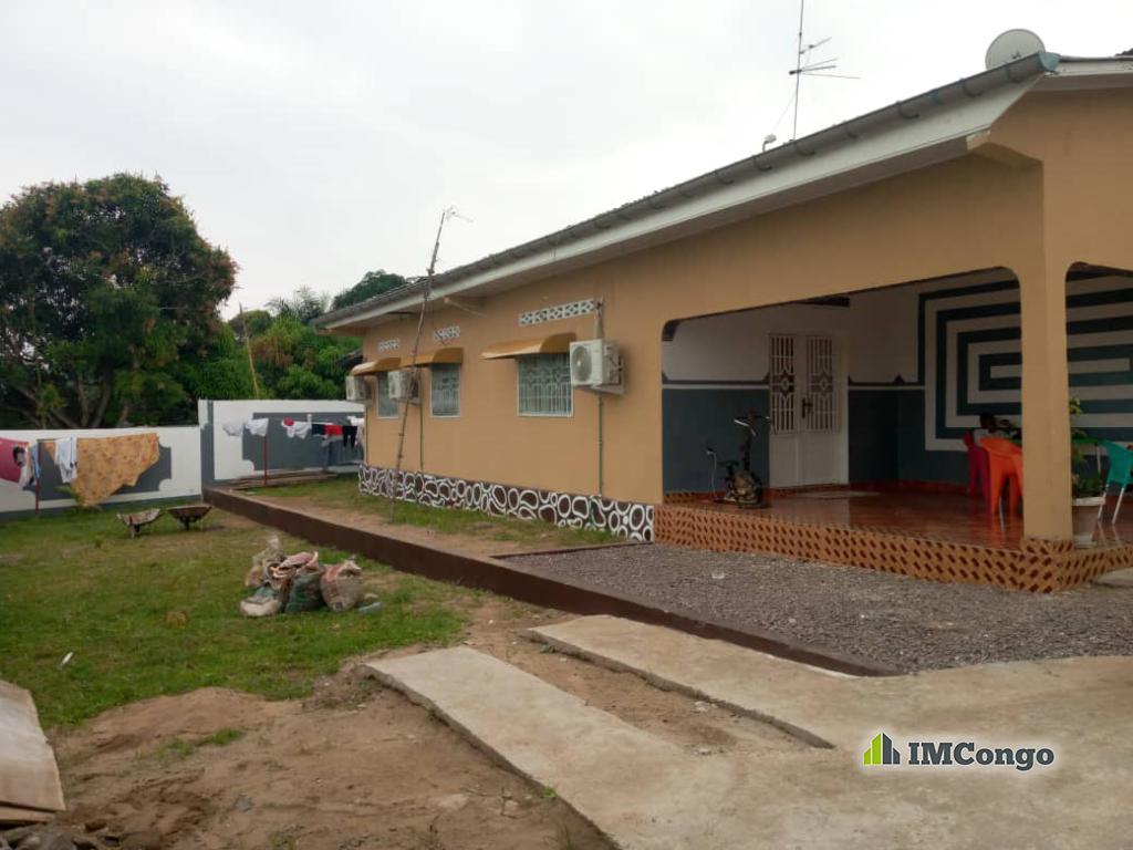 A vendre Maison - Quartier Matadi Kibala  Kinshasa Mont-Ngafula